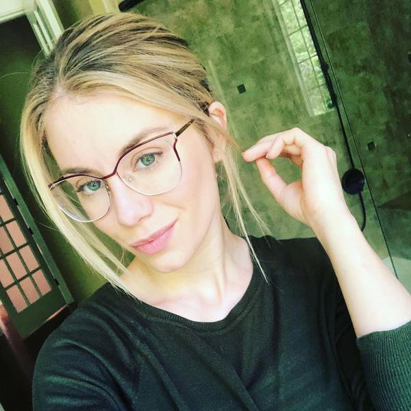 Jennifer Holland Age, Biography, Net Worth, Partner, Height, Wiki